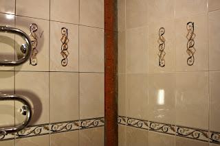 укладка плитки на стены ванной комнаты
