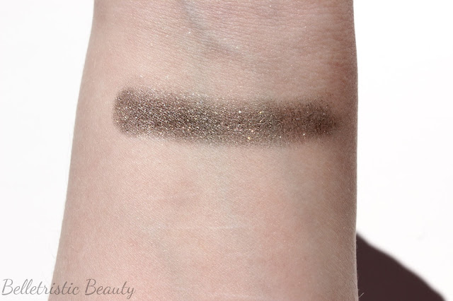 Dior Millenium 381 Diorshow Fusion Mono Eyeshadow Swatch in outdoor lighting