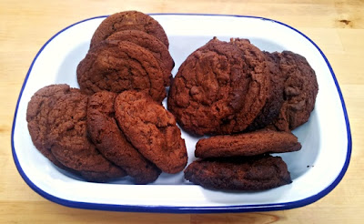 Charlie makes cakes: Ginger and milk chocolate chunk cookies