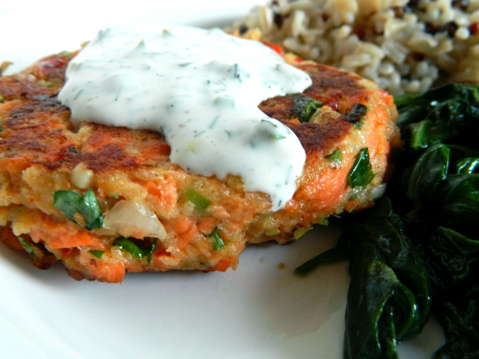 The Cyclist S Wife Salmon Cakes With Creamy Dill Sauce