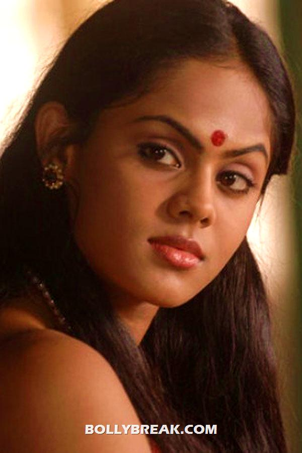 karthika wearing red bindi - (5) -  Karthika photo shoot from Telugu movie