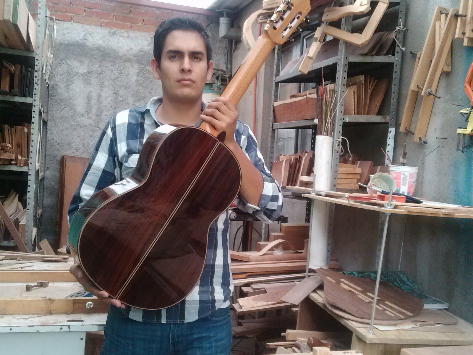GUITARRAS ARTESANAS OZIEL MENDOZA