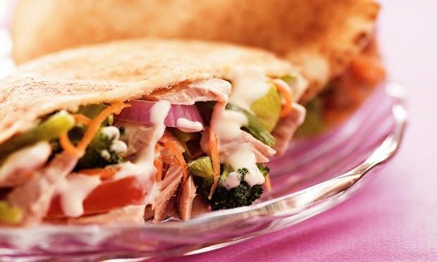 Sanduíche de atum com legumes light