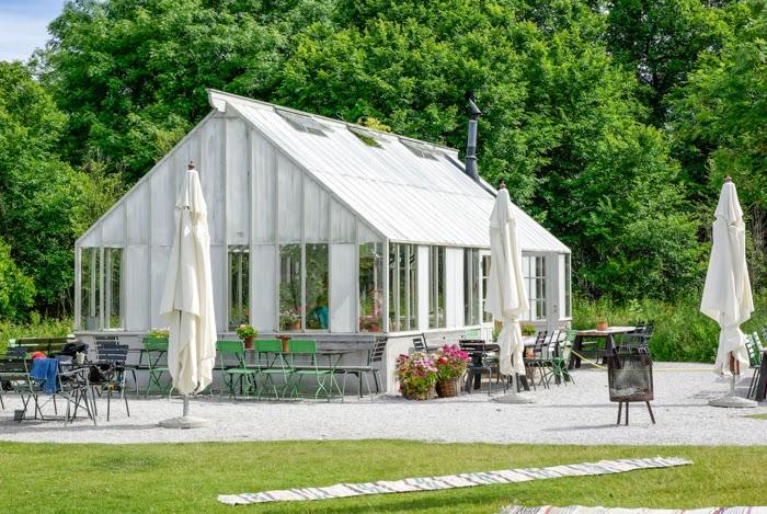 bohemian interior, shabby chic, recycled furniture, leva kungslador, sweden, gotland, scandinavian interior, summer, sommar, summer house, pergola