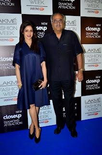Kajol Sridevi Juhi Chawla Karishma Kapoor at LFW 2014 (1).jpg