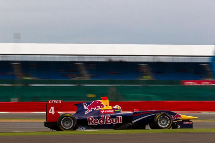 Carlos Sainz remonta 10 posiciones