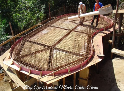 Construindo minha casa clean 45 piscinas suspensas for Construir piscina concreto