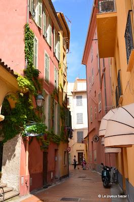 Menton - ruelle colorée
