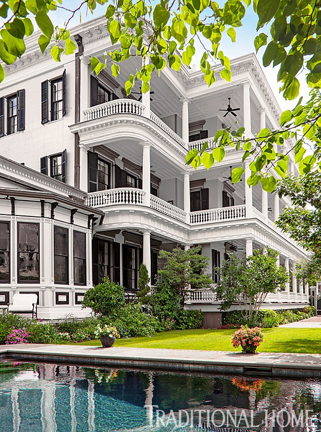 Mix and chic home tour a beautiful and grand historic charleston home for Charleston home and design show 2016