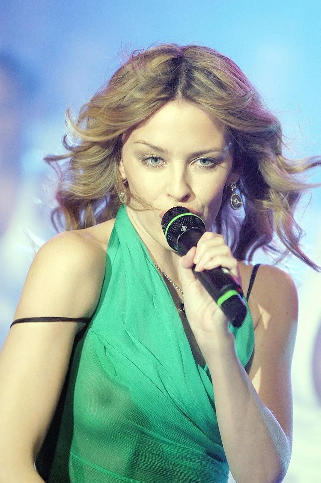 http://3.bp.blogspot.com/-sH86o8NALk0/TVXiPBpZLtI/AAAAAAAAALw/oUP8I3sJRpA/s1600/Kylie+Minogue+See-Through+Boobie+Revealing+Green+Top+www.GutterUncensoredPlus.com+001.jpg