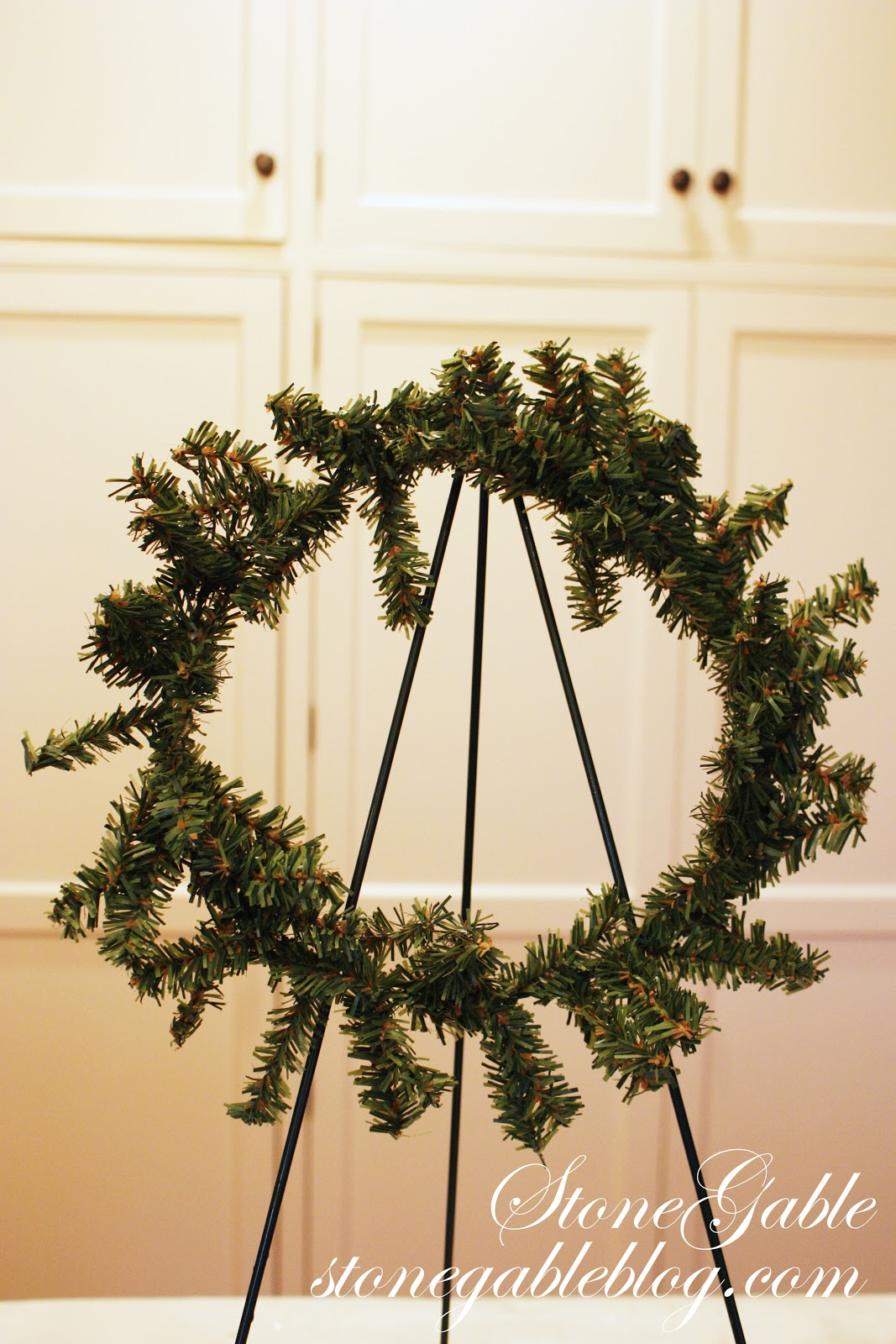 How to make real christmas wreaths - This Is How The Wreath First Starts Out Pretty Thin And Quite Snarly Fluff It Up The Best You Can
