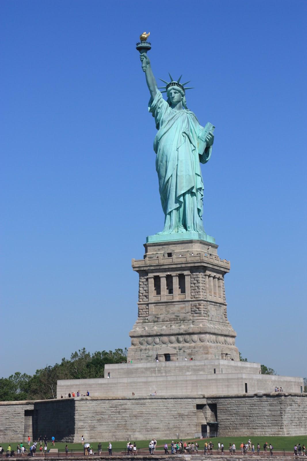 Flo a la bougeotte qui n 39 a jamais r v de voir la statue for Createur statue de la liberte