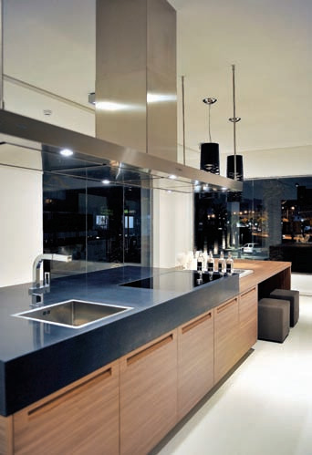 Large Glass Surfaces Offer Refined Interiors Of The Showroom Where Products Have A Wide Range Poliform Varenna And Each Object Which Can Rightly Be