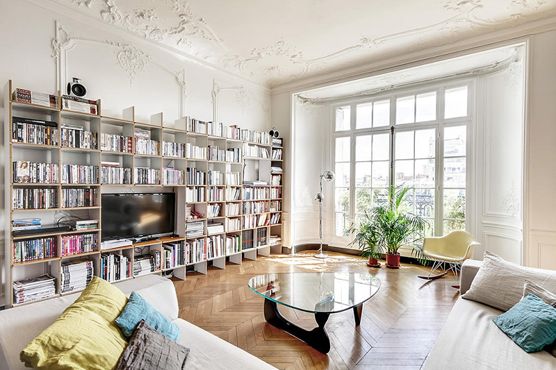 Un appartement haussmannien moderne et design blog d co for Meubler un grand mur