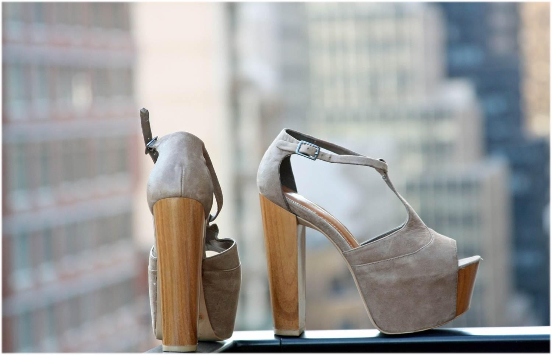 http://3.bp.blogspot.com/-sHbsG1VCy24/T9IJ4ER8h5I/AAAAAAAAB6I/lHYArk-NtrA/s1600/jessica+simpson+nude+wood+platform+heels+3.jpg
