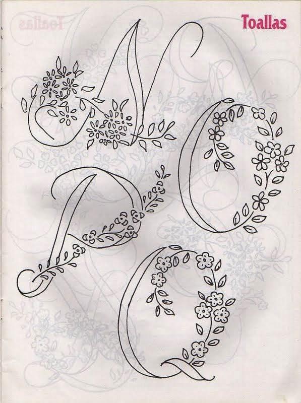 Alfabeto para pintura e bordado com flores