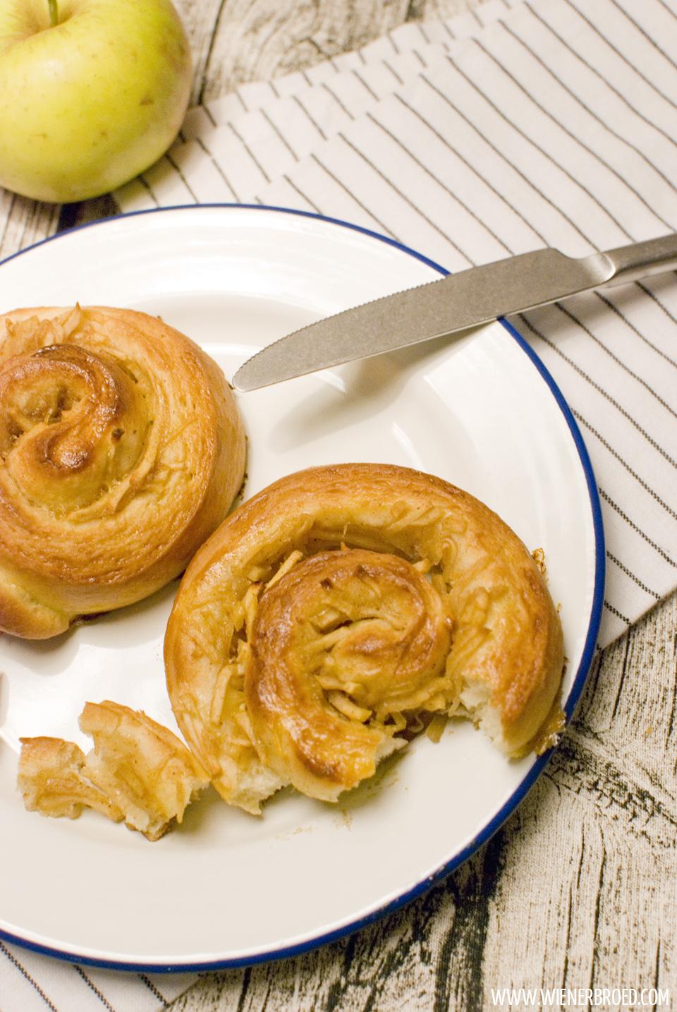 Apfel-Zimt-Schnecken / Apple cinnamon buns [wienerbroed.com]
