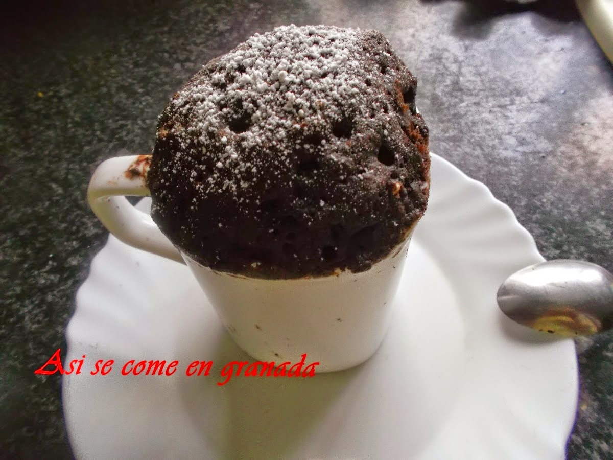 http://www.asisecomeengranada.com/2014/12/bizcocho-de-chocolate-la-taza.html