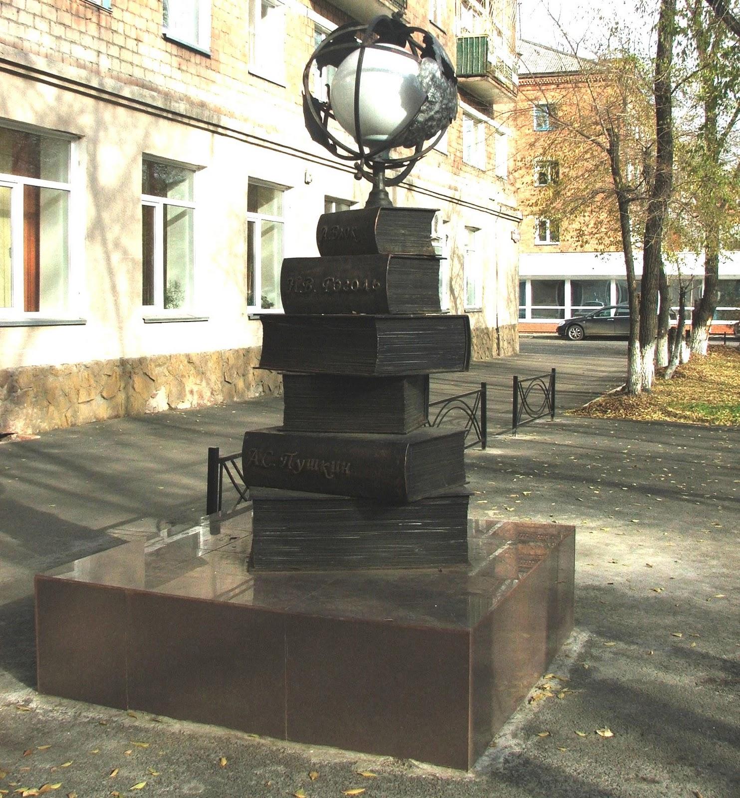 Купить памятник на кладбище Пушкинская Ваза. Покостовский гранит Каргат
