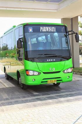 Jonny Lets Go Holiday Bus Pariwisata