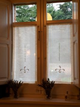 Linge ancien las ventanas son un reto para el taller de - Visillos para puertas ...