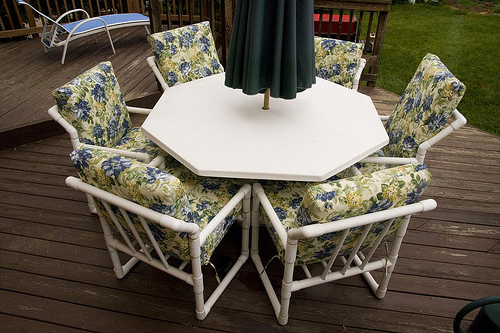 how to clean mildew on patio cushions