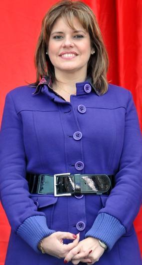 Mercedes Araoz sonriendo timidamente