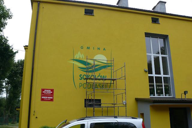 Malowanie loga na ścianie , srtystyczne malowanie ściennej elewacji, logo na elewacji malowane ręcznie pędzelkiem