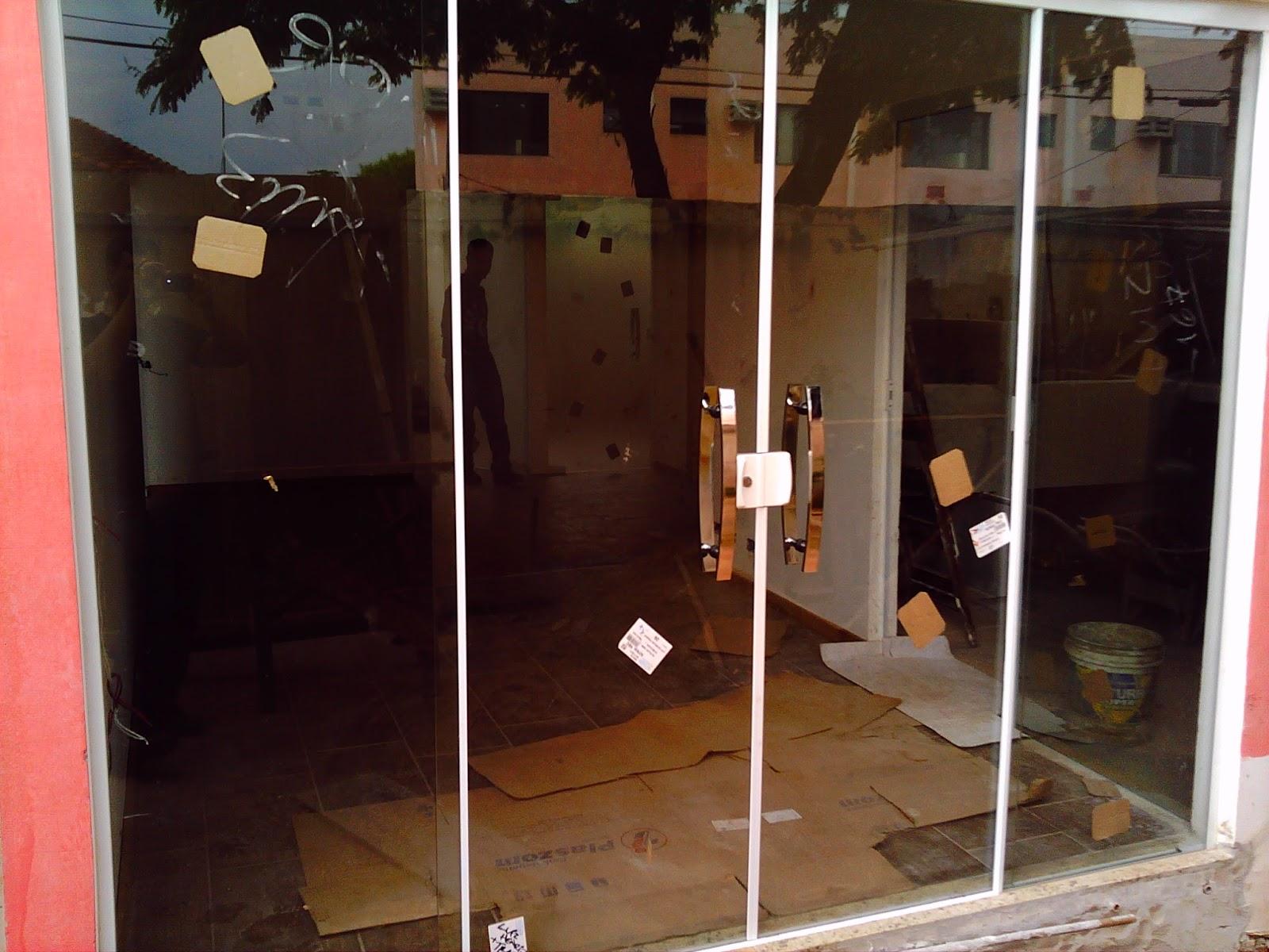 #A83123 AF4 TEMPER VIDROS: Portas pivotante e janelas vidro pontilhado 246 Janelas De Vidro Pivotantes