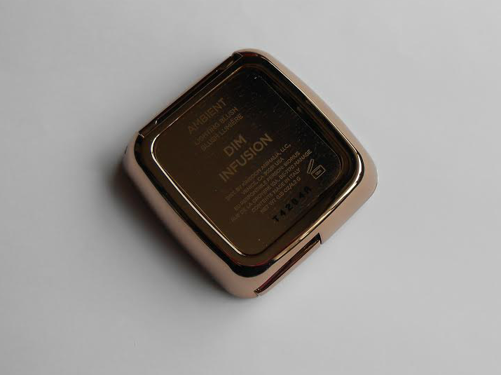 Hourglass Ambient Lighting Blush in the shade Dim Infusion