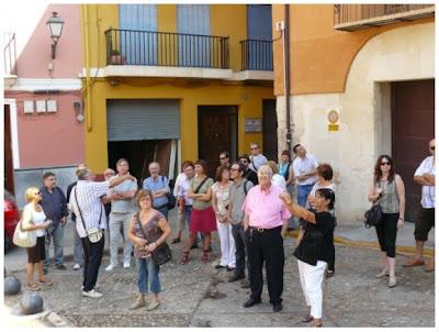 En plena passejada pels carres de Xàtiva (Fotografia de Mercè Climent)