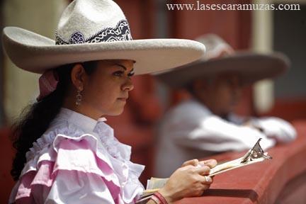 Margarita Cerón Itzirethzy Aruvizu quiere ser locutora de eventos charros, en particular, ferias de escaramuzas.  Fotografía por Leslie Mazoch