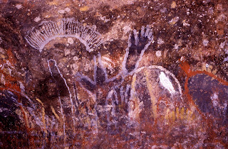 features traditional aboriginal paintings