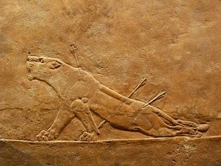 Obras destruidas en el Museo de Mosul. Gracias al blog OH ARABIA FELIX (clica en la imagen).