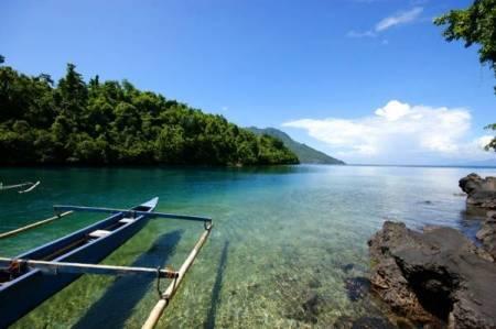 Keindahan Pantai Sulamadaha Di Ternate