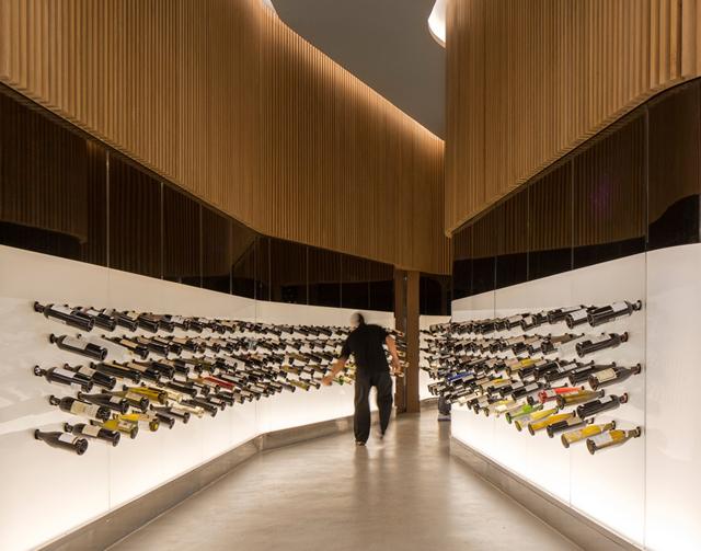Mistral wine champagne una vinoteca interactiva de for Blog arquitectura y diseno