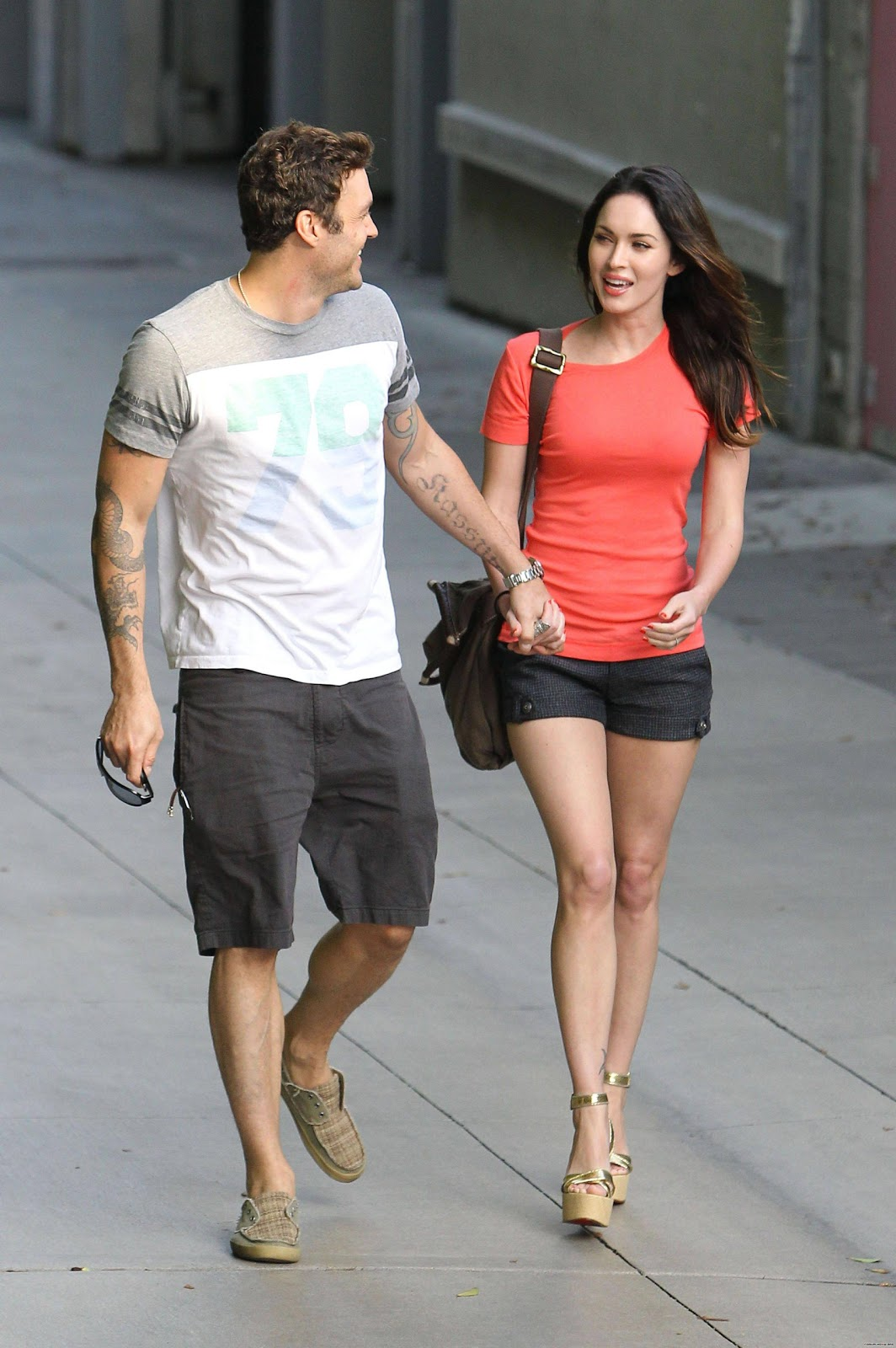 http://3.bp.blogspot.com/-sKex5SQXqqw/TjDOBTXlJfI/AAAAAAAACS0/GhJ-MG7TbDk/s1600/Megan+Fox+out+in+Santa+Monica.jpg