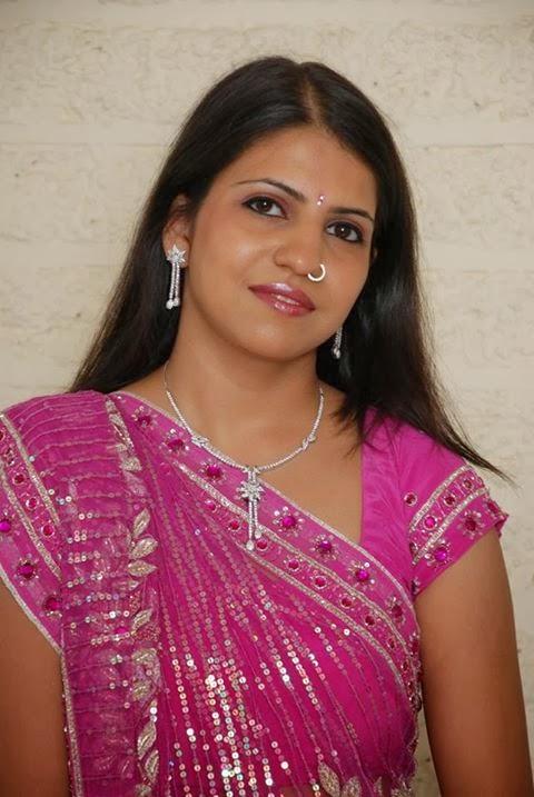 Pukulu Kavali Deepika: akka pelli kosam