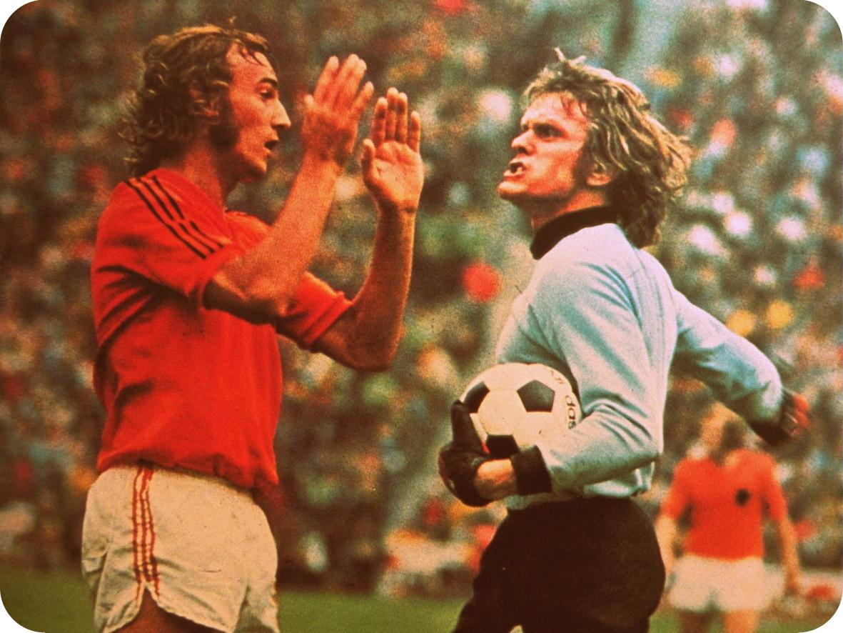 http://3.bp.blogspot.com/-sL9xCb77Qx8/T7qQx_fkZhI/AAAAAAAAMLQ/yqiDLHNfXfo/s1600/Johan+Neeskens+-+Sepp+Maier.JPG