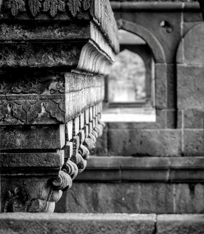 shaniwarwada-fort-pillars