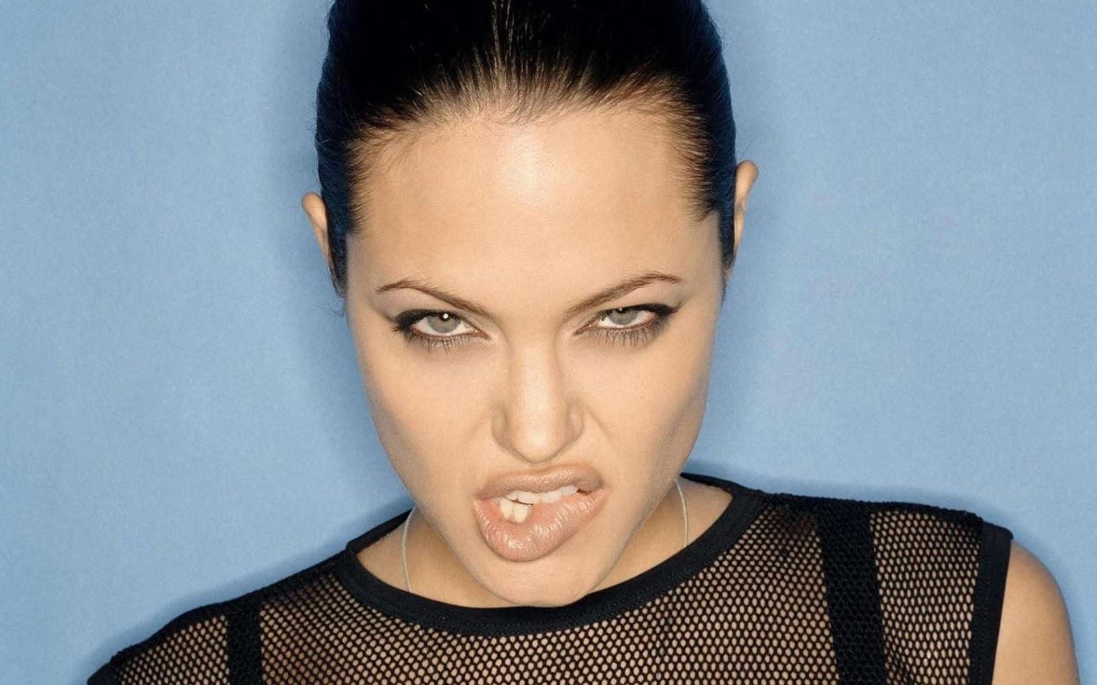 http://3.bp.blogspot.com/-sLPPHAMrsTI/TwqOtNInhmI/AAAAAAAABmU/CZxSJvE2VUk/s1600/AngelinaJolie_hot_lips1.1+%25284%2529.jpg