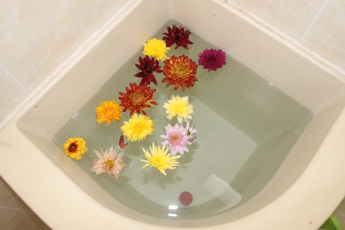 Xing Fu: BATH OF SEVEN FLOWERS