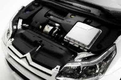 Engine of  2012 citroen ds5 hibryd.