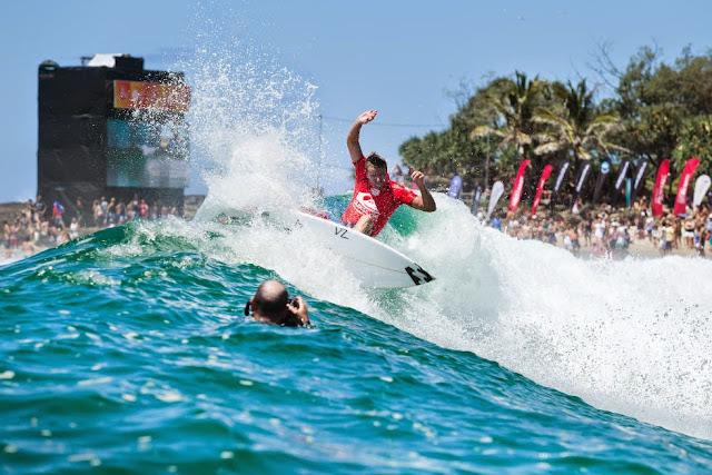 13 Quiksilver Pro Gold Coast 2015 Taj Burrow Foto WSL Kelly Cestari