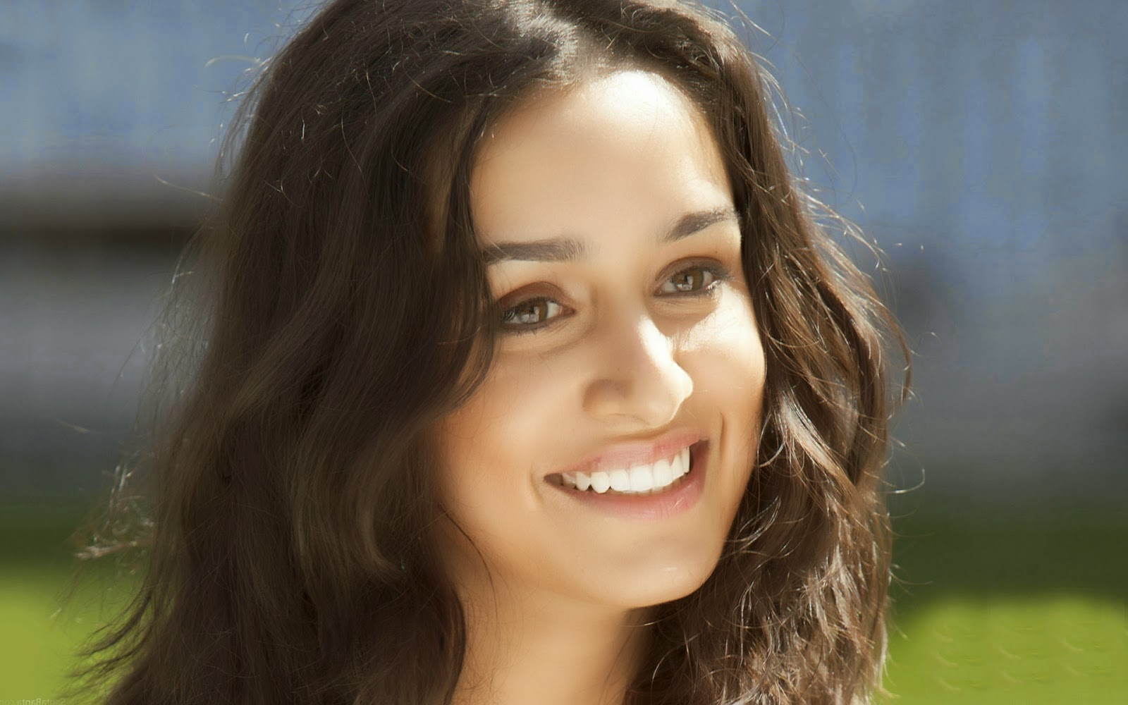 Shraddha Kapoor Family Pictures with mother Shivangi