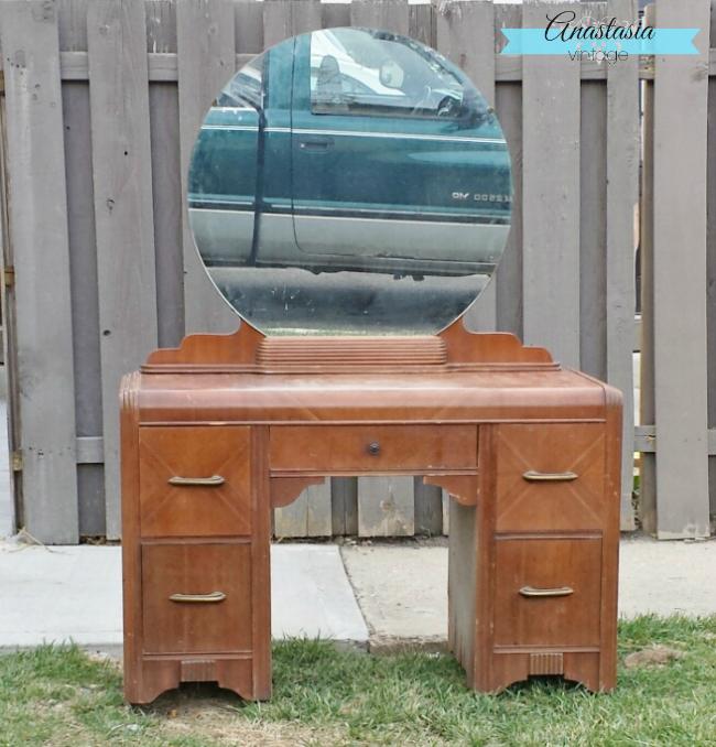 Antique vanity dresser with round mirror bestdressers 2017 for Antique vanity with round mirror