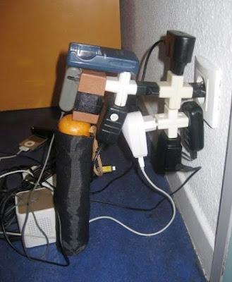 Multiprises dangereuses pour une chambre d'ado. Le bricolage sans limite, c'est l'électrocution au quotidien!