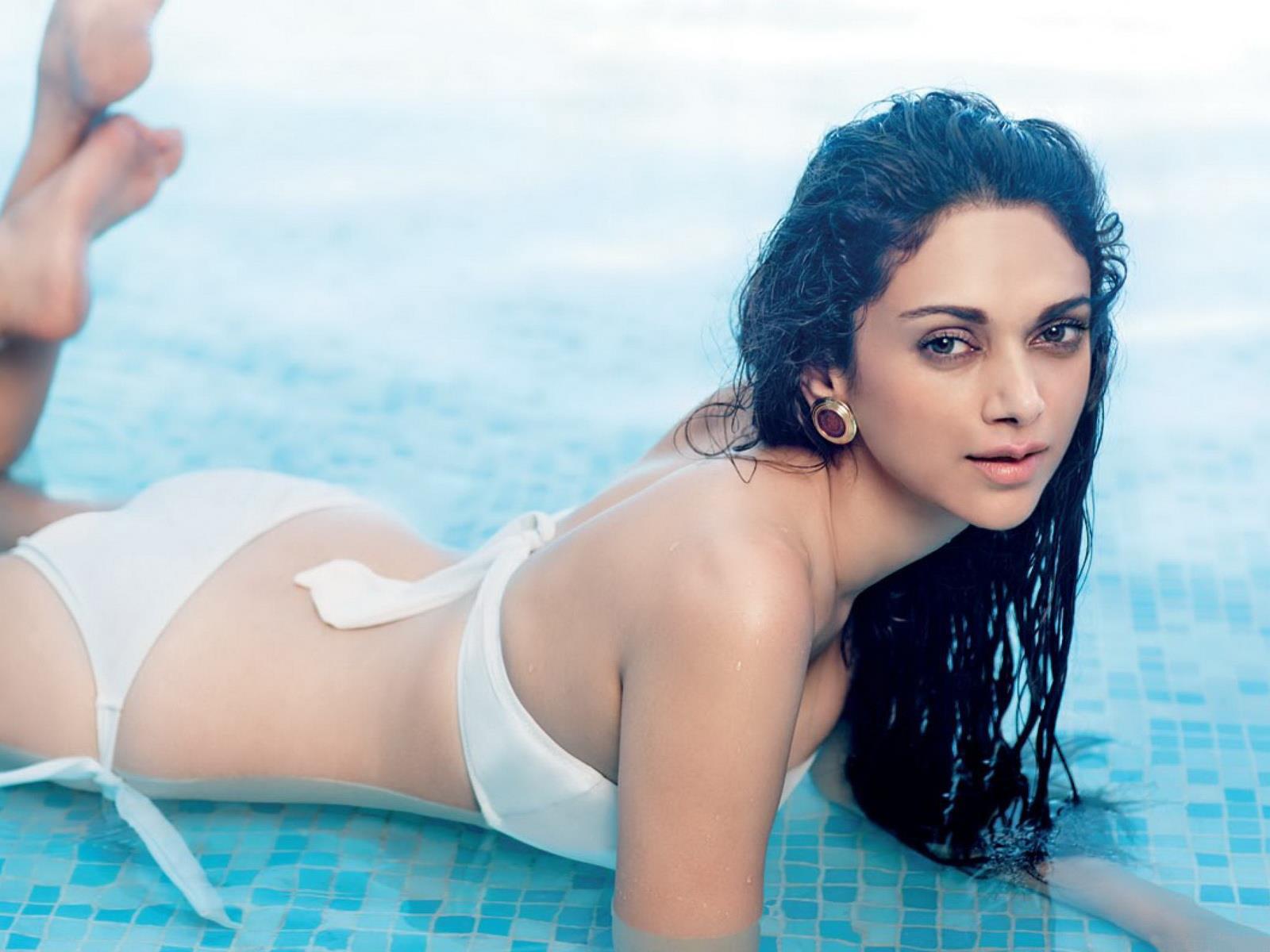 Indian Actress Hd Wallpaper In Bikini The League Season 5 Episode
