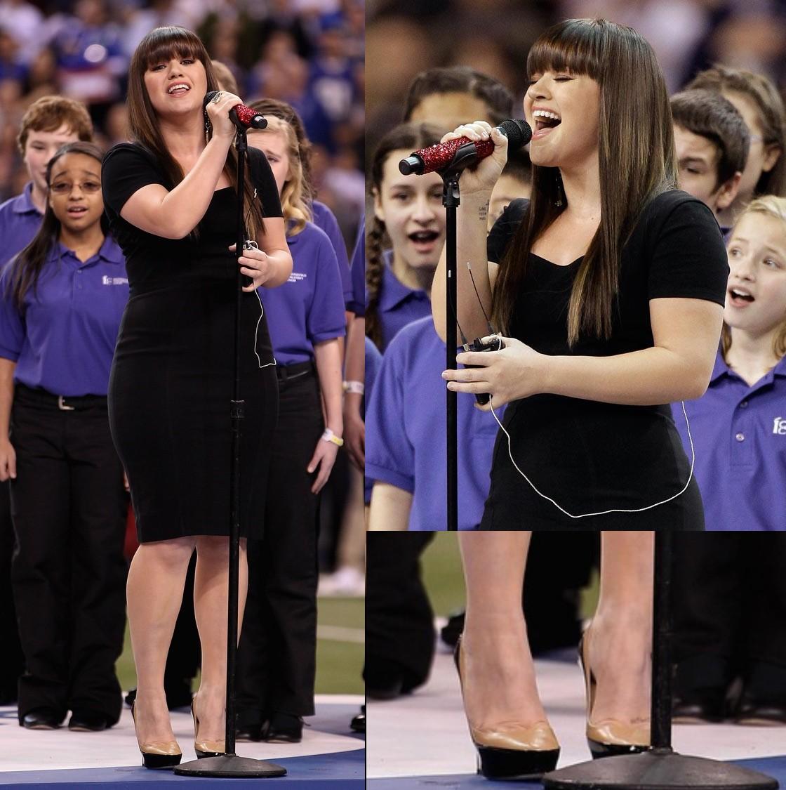 http://3.bp.blogspot.com/-sNGTjJqnNoE/Ty-HlSXRy_I/AAAAAAAAAR0/IONdFrqNqDA/s1600/kelly-clarkson-national-anthem-012.jpg
