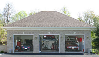 Sheds Unlimited LLC: Car Garage with Lift from PA